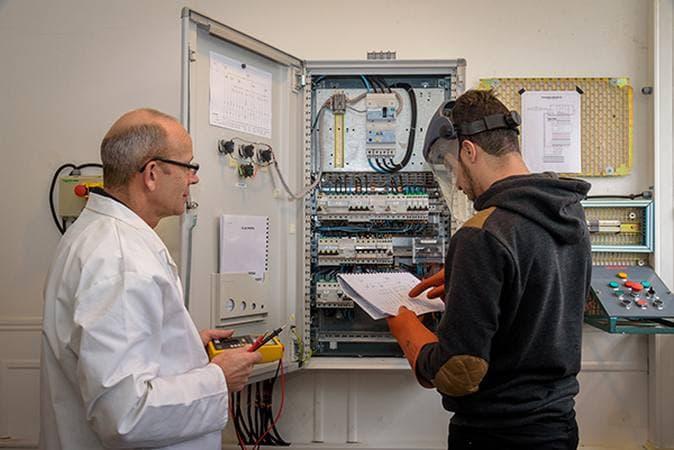 Devenez le technicien d'équipement en électricité